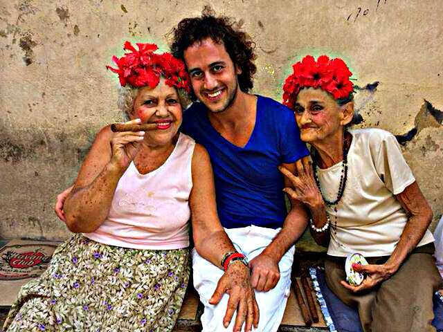 a friend of mine, sent me this beautiful picture from Cuba with two fabulous girls :D