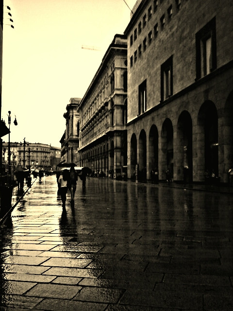 ♛ Gentle rain falling on Milan ♚