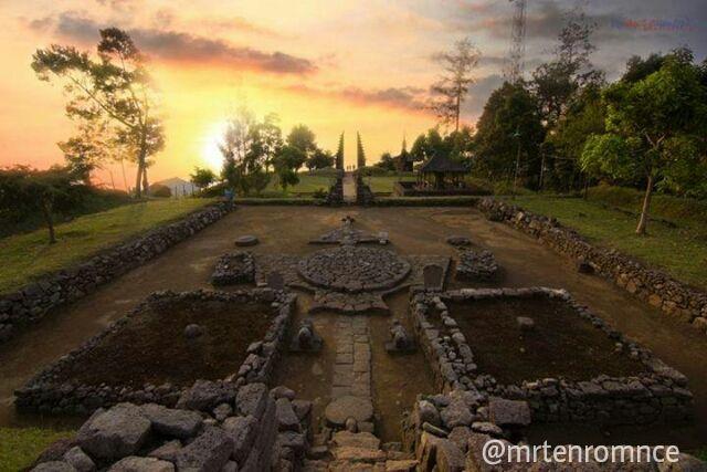 Sunset Di Candi Cetho Karanganyar Jawa Tengah Exif
